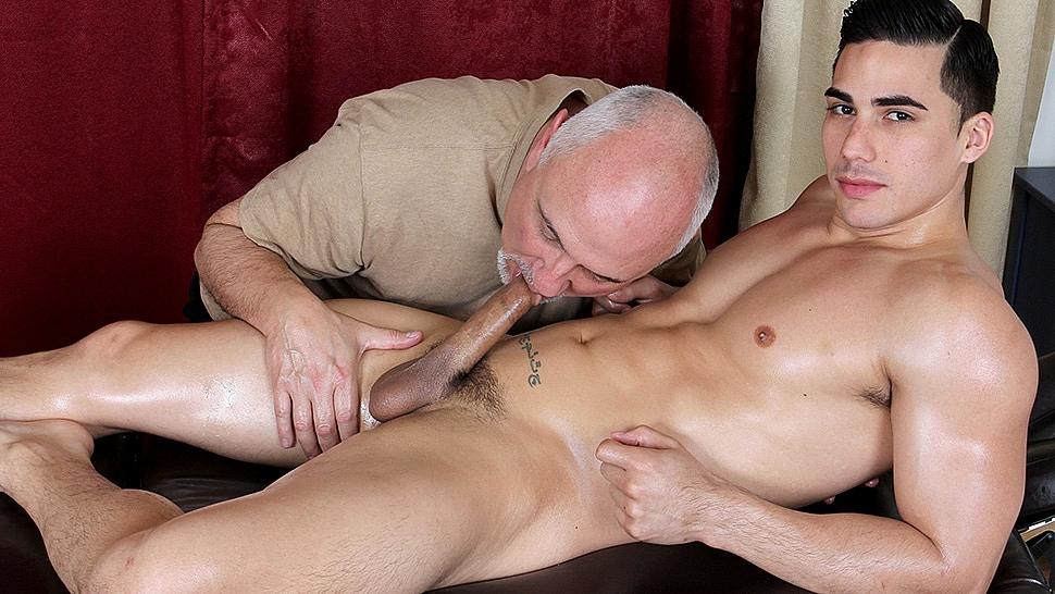 jake-cruise-com-topher-massaged